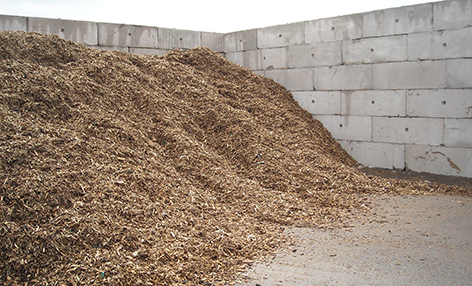 Interlocking-concrete-blocks-used-to-create-a-segregation-bay-for-wood-chip